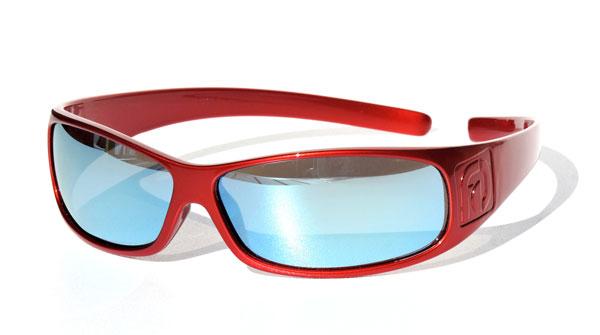 FAÇADE Sunglasses(ファサード サングラス) カラー:Red(レッド) 価格:79.95ドル(執筆時現在9,643円) フィット感バツグンなので、スポーツの激しい動きにもズレずに快適。頭に掛けたり、首から提げたりできるのも便利。 image by FAÇADE