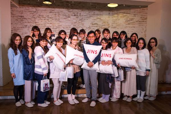 石田純一さんと朗読会に参加した20人の主婦。