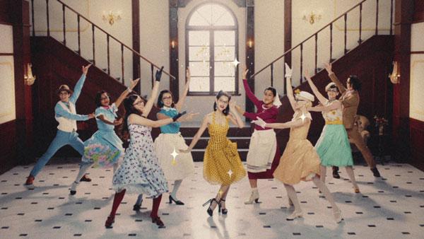 Zoff(ゾフ)CM「Disney Classic Collection 第4弾 Premium篇」からの一コマ。 水原希子を含む総勢9名が、ミュージカル風ダンスを披露。 image by インターメスティック