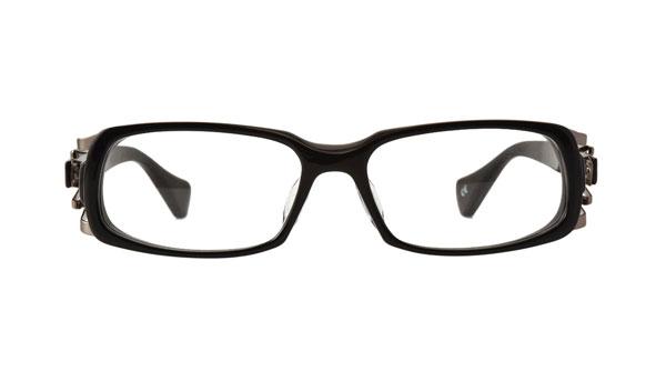 QBRICK(キューブリック) BTY7801 カラーShiny Black 参考価格:27,000円(税抜) 上から目尻に掛けてゆるやかにカーブを描く独特なレンズシェイプが、さり気なくやさしい印象を与えてくれる。 image by QBRICK