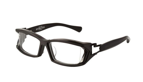QBRICK(キューブリック) BTY7902 カラーMatte Black 参考価格:27,000円(税別) アセテート(ブラスチック)フレームの上にステンレスシートを貼り、S字蝶番へとつなげた個性的なフレーム。 image by QBRICK