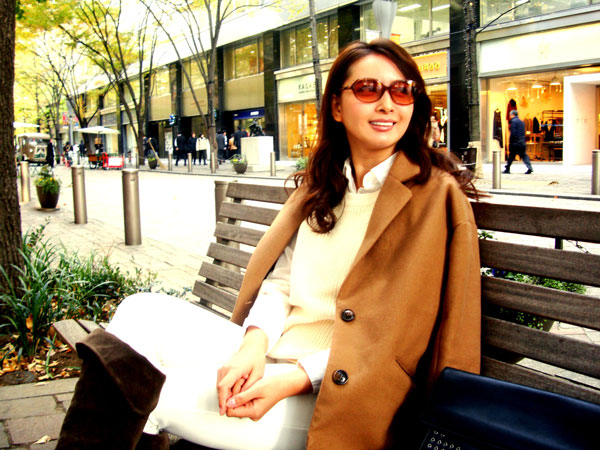 愛眼 bit babe(ビット ベイプ)は、タレントの加藤夏希さんがプロデュース。 image by 愛眼