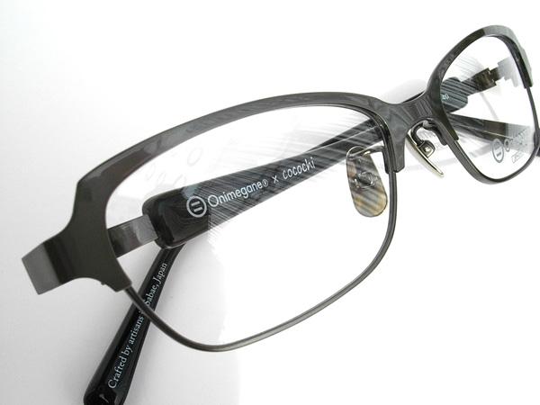 シャーリングが入ったガングレーはコラボ限定カラー。同じくオリジナルのマットブラックテンプルとの相性もバツグン。 image by cocochi