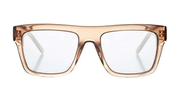 Marshall Eyewear(マーシャル アイウェア)JOHNNY カラー:Chestnut サイズ:Small・Large 定番のウェリントンだが、太くて直線的なフレームとシルバーミラーレンズでインパクト大。透明感と重厚感を兼ね備えるチェスナットカラーも魅力的。 image by エムズプラス