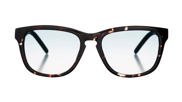 Marshall Eyewear(マーシャル アイウェア)BOB カラー:Turtle サイズ:Small・Large 鍵穴をかたどったキーホールブリッジが印象的なウェリントン。細めのリム(ふち)と大きめレンズで小顔効果も大。