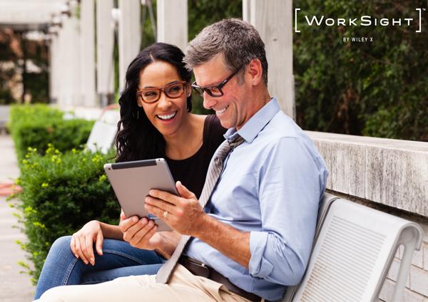高い安全性を持ちながらもファッション性が高く、普段使いしやすいのが WorkSight™(ワークサイト)の魅力。