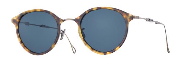 EYEVAN(アイヴァン) 7285「801」 価格:70,000円(税抜) フォールディングタイプのサングラスは持ち運びにも便利。  title=