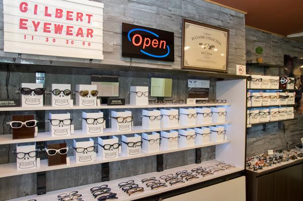 店主の中林さんが選び抜いた「クセになるメガネ」「最高のメガネ」がズラリ。