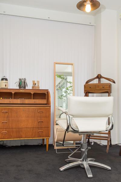美容室と見まがうようなフィッティング専用スペースで、ゆったりとメガネを調整してもらえる。