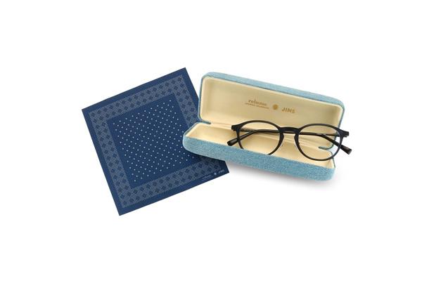 このコラボのために作られたオリジナルケースとメガネ拭きがセットに。 image by ジェイアイエヌ