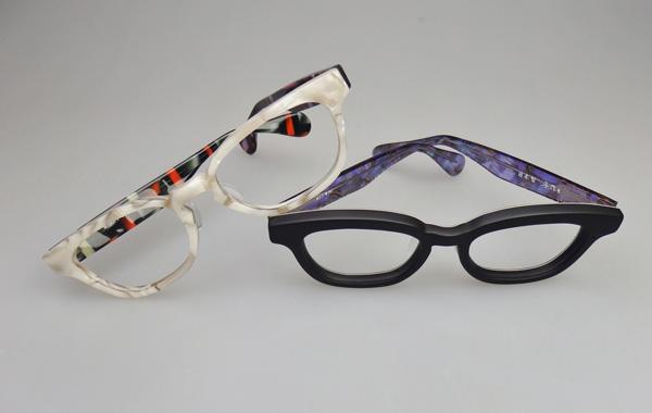 """仕上げは""""メガネの聖地""""鯖江のメガネ職人が担当。1ヶ月半~2ヶ月で完成する。"""
