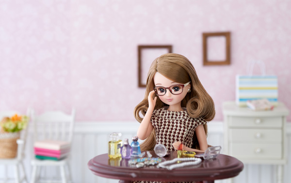 「Room room ♥ LiccA(ルームルーム ラブズ リカ)」は、来年2017年に誕生50年を迎える「リカちゃん」の大人向けブランドとして2015年に登場した「Licca(リカ)」とのコラボ。