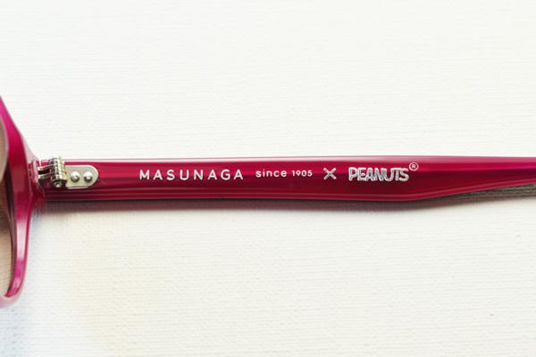 テンプル(つる)には「MASUNAGA since 1905 × PEANUTS」のロゴ入り。
