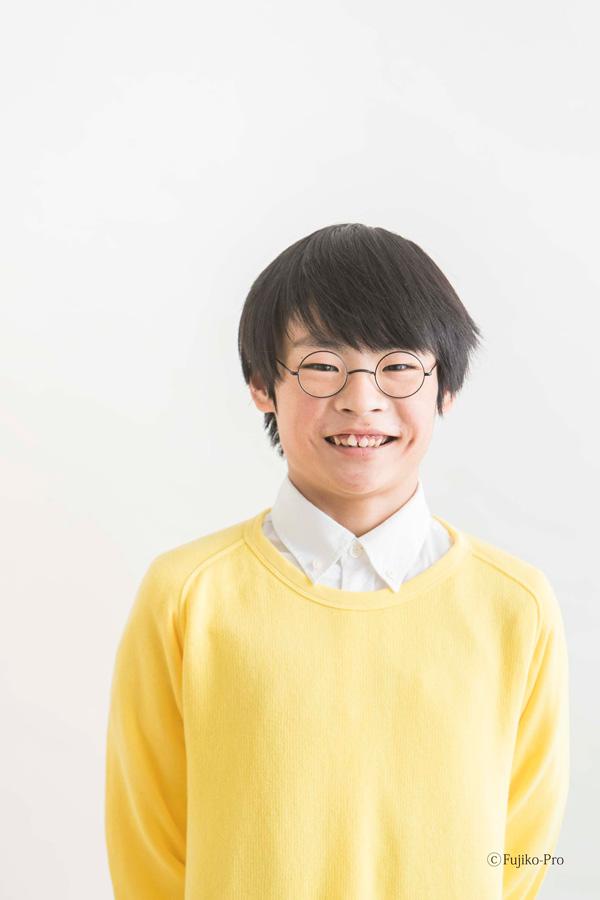 「のび太くんのメガネ」着用例(少年) ©Fujiko-Rro