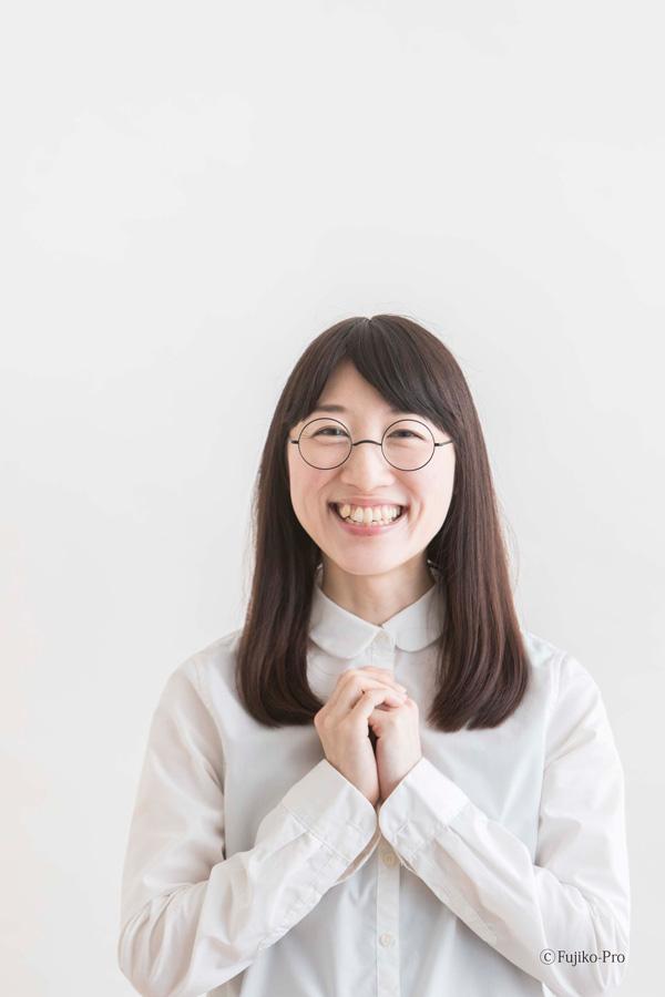 「のび太くんのメガネ」着用例(女性) ©Fujiko-Rro