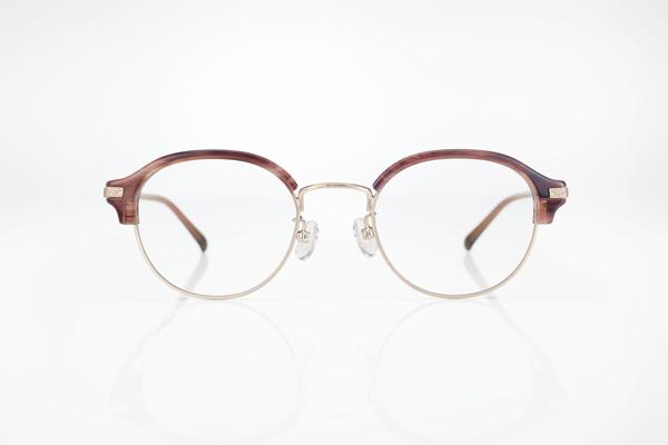 70年代のメガネを象徴するかのような、丸みあるレンズシェイプも魅力的。