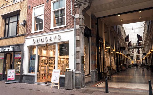 OWNDAYS(オンデーズ)のヨーロッパ初店舗となる デン・ハーグ店は、オランダの行政上の首都デン・ハーグに中心街にあるショッピングモール「De Passage」にオープン。