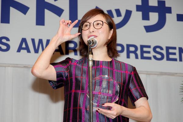 受賞の喜びを語る広末涼子。
