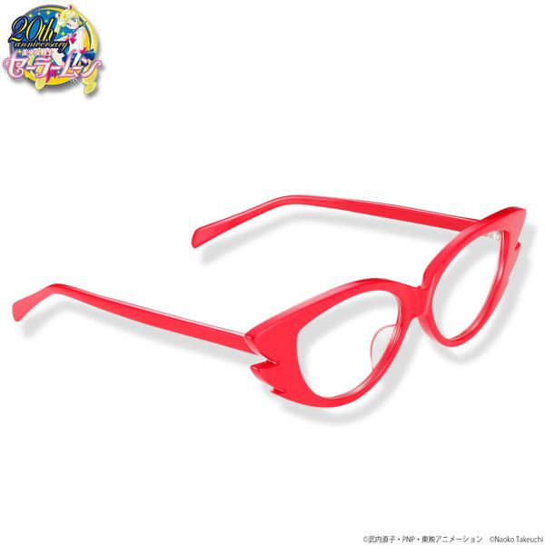 """日本国内のメガネの生産量約9割を誇り、""""メガネの聖地""""とも呼ばれる福井県鯖江市のメガネ職人が1本1本手作りで仕上げている。"""