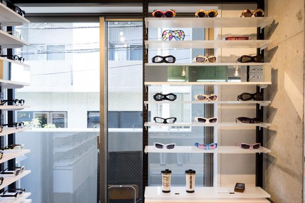 「マスク」シリーズなど FACTORY900(ファクトリーキュウヒャク)の中でも特に独創的なデザインが並ぶコーナー。