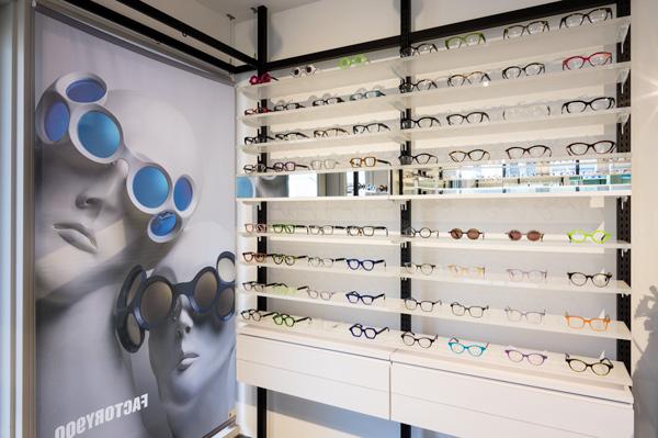「半世紀タイムスリップ」して未来のメガネを追求した「RETRO FUTURE BY 900」は、FACTORY900(ファクトリーキュウヒャク)が提案する、これからのクラシックスタイル。