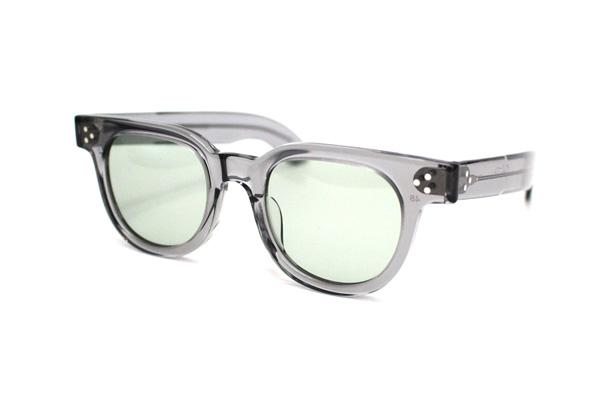 JULIUS TART OPTICAL(ジュリアス タート オプティカル) FDR 48 カラー:Crystal Grey 価格:38,000円(税別) アメリカ第32代大統領 Franklin Delano Roosevelt(フランクリン・デラノ・ルーズベルト)氏のイニシャルが由来とされるモデルをリアルに再現。