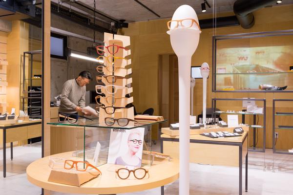フィンランド生まれの木製メガネフレーム KRAA KRAA(クラークラー)。