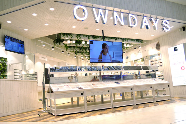 OWNDAYS(オンデーズ)の店舗仕様は、日本も海外も同じ。平均的な広さは約35坪。