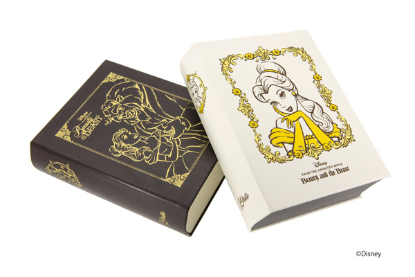 「Belle Box」 メガネを2本収納できるブック型ケース。舞踏会のシーンを描いたブラウン(左)とベルの肖像をデザインしたホワイト(右)の2種類。小物入れとしても使える。