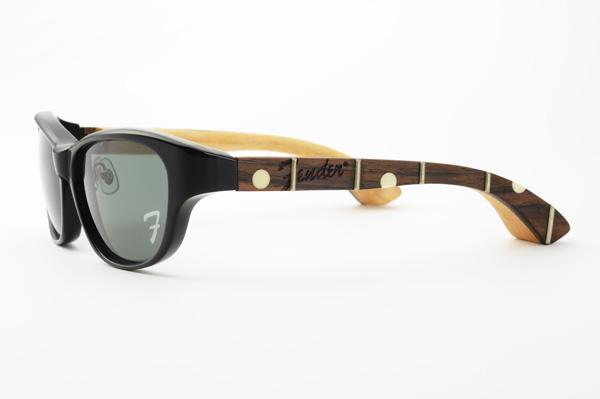 ギターネックを削り出して作成されたテンプルには、「Fender」のロゴに加え、フレットやポジションマークも埋め込まれている。