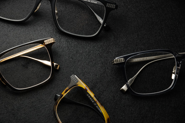 カラーは全4種類。(上から時計回り)BLACK SAND - BLACK SAND、ANTIQUE SILVER - CLEAR GRAY、BLACK SAND - TORTOISE SAND、LUNA GOLD - SMOKE BROWN。