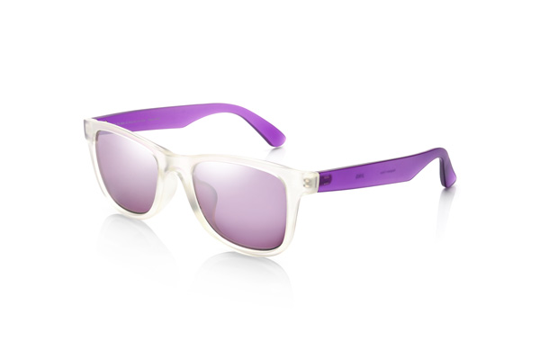 JINS(ジンズ)サングラス カジュアル カラーズ URF-17S-853 カラー:クリア×パープル(写真)※全8色 価格:3,000円(税別) ミラーコートレンズのサングラスはファッションのアクセントにも。