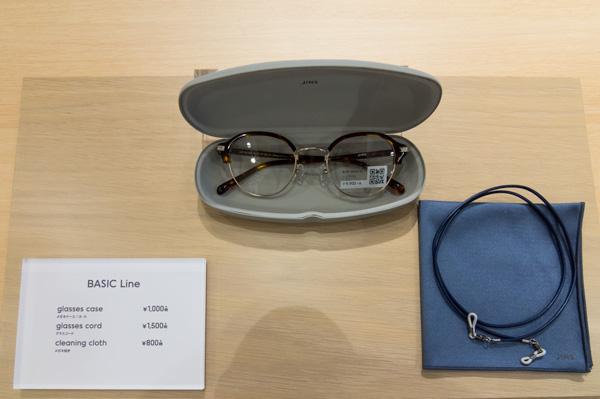 メガネケース、グラスコード、メガネ拭きがそろった「ベーシックライン」。 image by GLAFAS