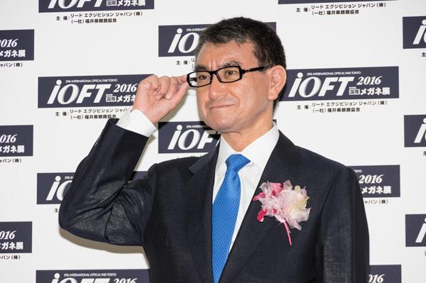 河野太郎氏がメガネ ベストドレッサー賞政界部門受賞「安倍総理には取れない、自分だから取れた賞」