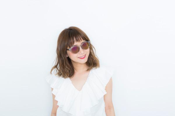 """人気モデルの田中里奈プロデュースの「Zoff × RINA TANAKA """"SUNGLASSES COLLECTION 2017""""」からは、丸みあるカタチがかわいいボストンのサングラス3型がWeb限定で登場。"""