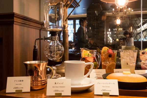 ドトールコーヒーの菅野眞博氏が開発した「梟ブレンド」をはじめとしたこだわりメニューを提供。