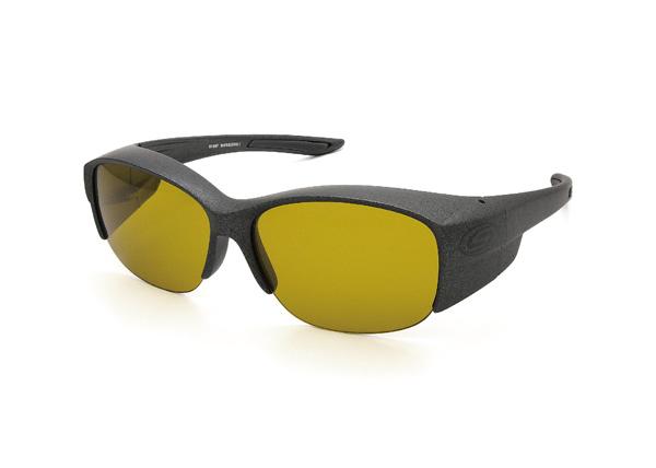 愛眼 COVER GLASSES-DX(カバーグラスDX) SR-016P-1 フレームカラー:ガンメタル×ブラックラバー レンズカラー:オリーブグリーン レンズスペック:可視光線透過率34%・偏光度92% 価格:12,960円(税込)