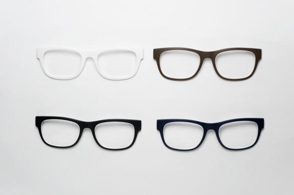 レンズはS+0.50(ホワイト)・S+1.00(ブラウン)・S+2.00(ブラック)・S+3.00(ネイビー)の4種類。 数字が大きい、つまり度数が強いほどハッキリ見える距離が近くなり、細かいものが見やすくなるので、パソコン、スマートフォン、読書、裁縫、精密作業など、用途に応じてレンズを交換して度数を変えられる。