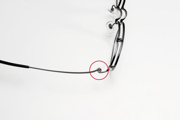 金属パーツ同士の溶接には、通常のチタン スポットロー付けに比べて2倍の強度を持つインバーター ロー付けを採用。