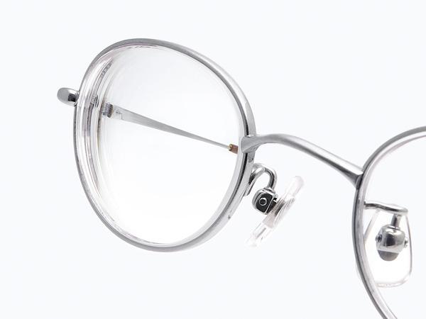 SMART FIT Styles SF-8003M(レンズサイズ43ミリ、度数S-8.00)では、レンズのウズが細く目立ちにくくなる。