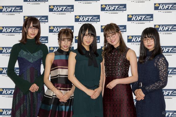 「欅坂46 メガネ選抜」 (左から)土生瑞穗、小林由依、菅井友香、守屋茜、長濱ねる