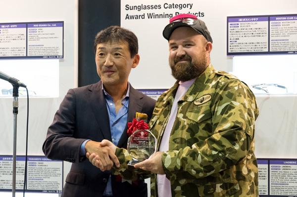 (左)澄川伸一氏(プロダクトデザイナー 大阪芸術大学教授) (右)フーゴ・マルタン氏(パラサイトデザイン創設者・CEO)