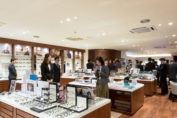 既存店舗に比べて上質な装飾が施された店内。