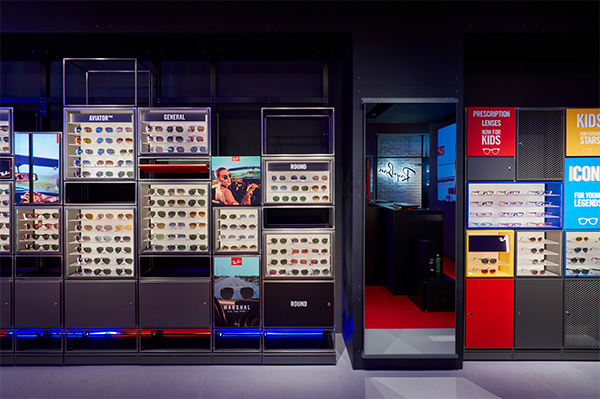 AVIATOR(アビエーター)などの人気サングラスに加えて、キッズコレクションも展開。