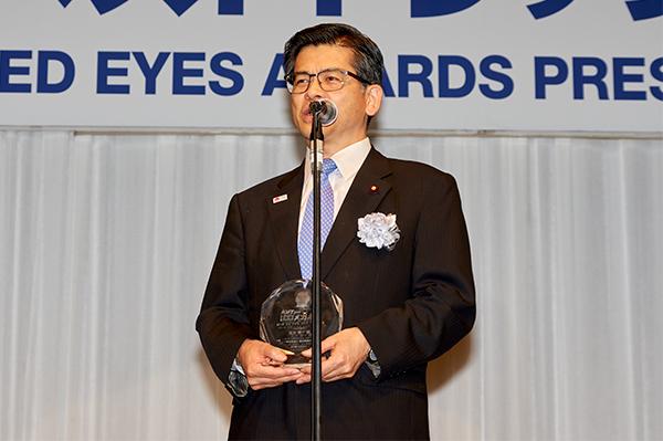受賞の喜びを語る石井国交大臣。