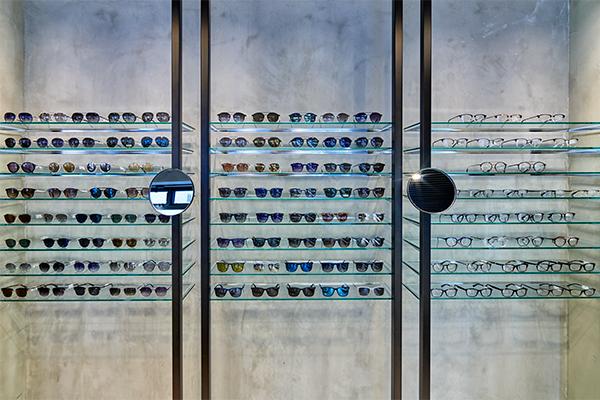 POLICE(ポリス)のサングラス・メガネが充実。