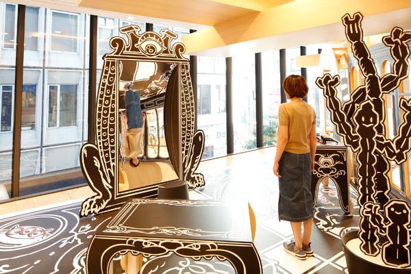 今回のテーマにもある「Trompe-l'oeil」(=目をだます)を体感できる仕掛けがあちこちに展示されている。