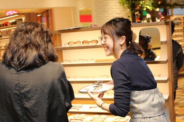 メガネの田中は「日本で一番楽しく選べる、選んでもらえるメガネ専門店」を目指している。