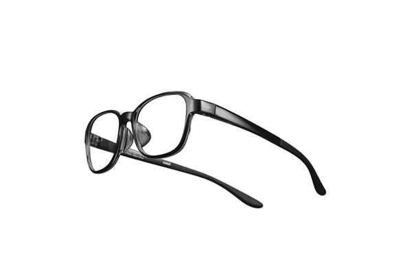 フードを取り外せば普通のメガネとして使える。