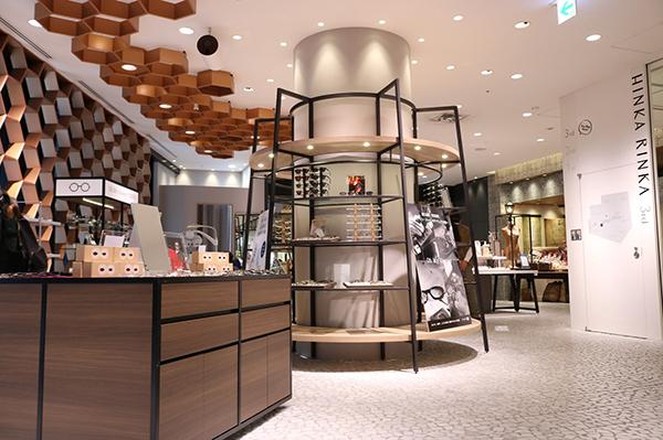 オーマイグラス東京 東急プラザ銀座店は、セレクトストア「HINKA RINKA」5階にある。
